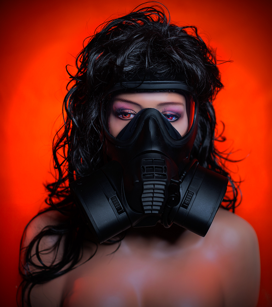 Gas-Mask-Nude
